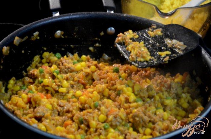 Фото приготовление рецепта: Фаршированные сладкие перцы шаг №2