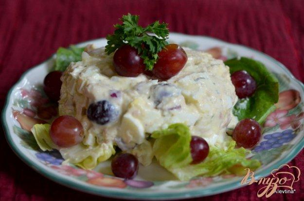 Рецепт Салат с тунцом и виноградом