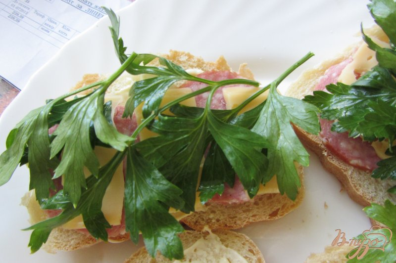 Фото приготовление рецепта: Cэндвич по-холостяцки шаг №5