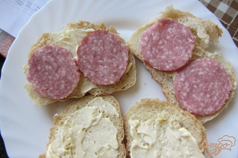Фото приготовление рецепта: Cэндвич по-холостяцки шаг №3