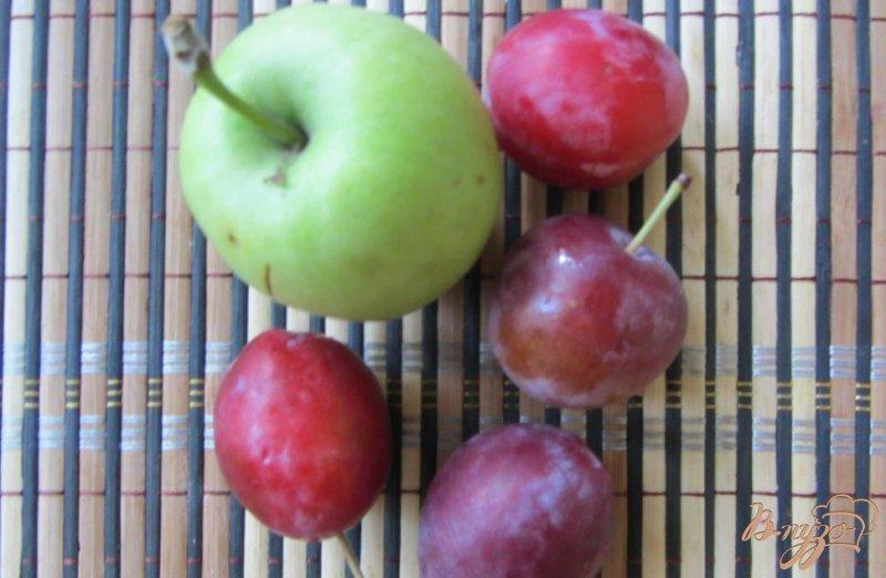 Фото приготовление рецепта: Сливово-яблочный десерт шаг №1