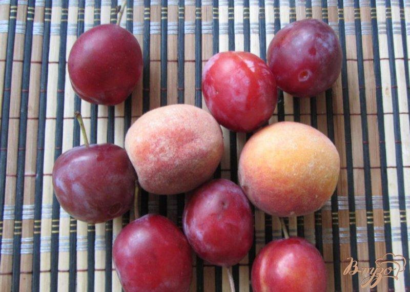 Фото приготовление рецепта: Cливово-персиковый десерт шаг №1