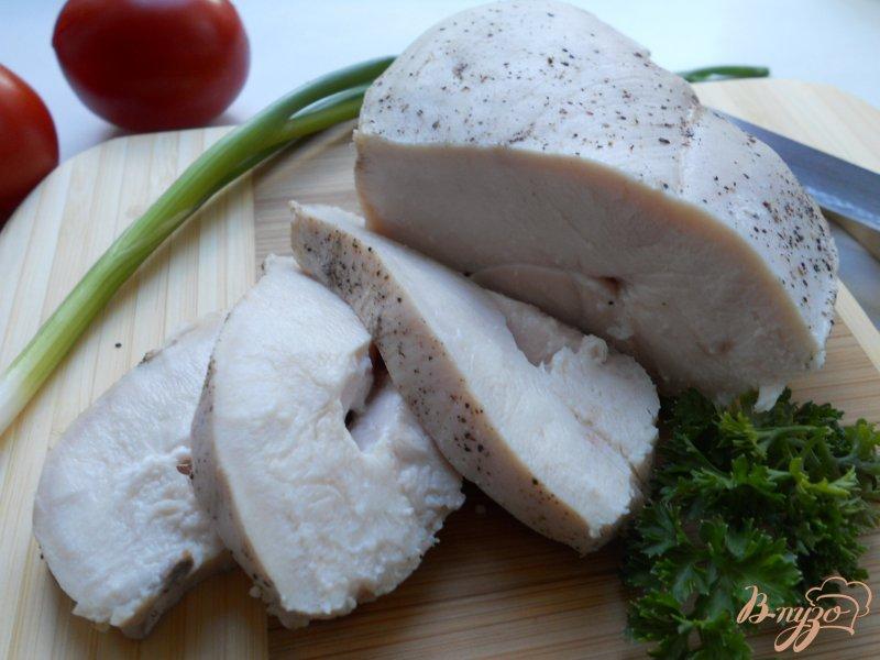 Фото приготовление рецепта: Куриное филе томленое в молоке шаг №4