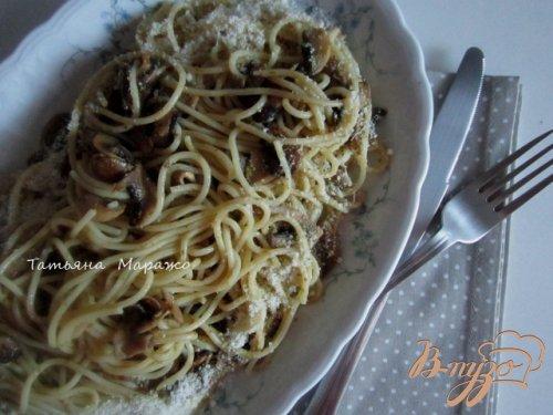 Спагетти с жареными шампиньонами и песто