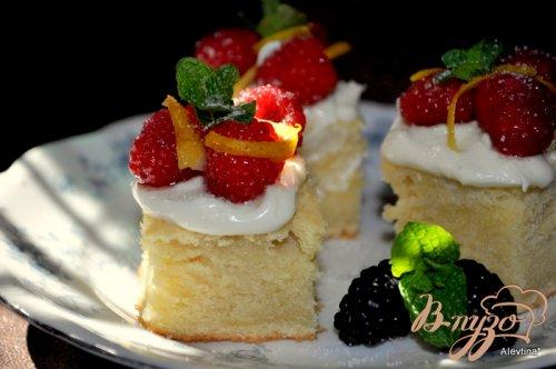Чайный торт с ягодами