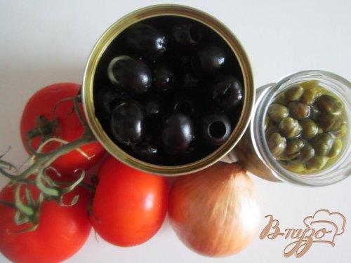 Салат из помидор и маслин с каперсами