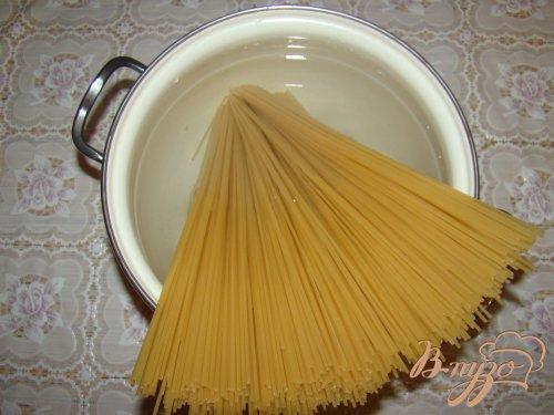 Спагетти с грибами и помидорами