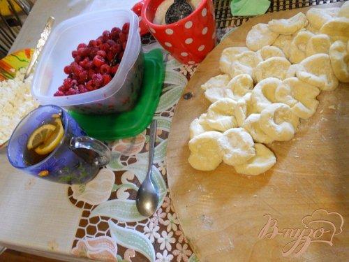 Вареники с малиной и крем - сыром