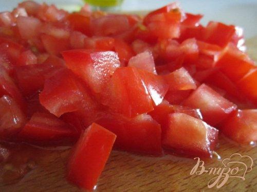 Салат с томатами, моцареллой и тунцом