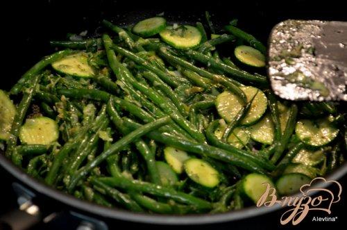 Зеленая фасоль и цуккини  с соусом Verte