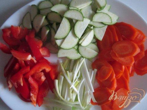 Лапша с овощами и куриным мясом