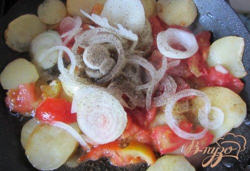 Картофель молодой с помидорами