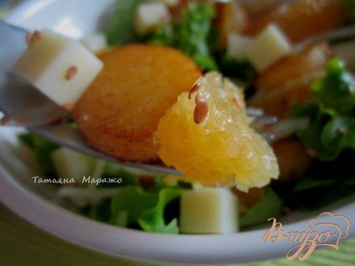 Салат с апельсином и кусочками поленты