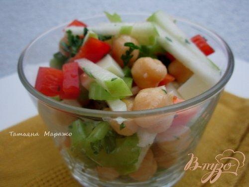 Овощной салат с горохом нут