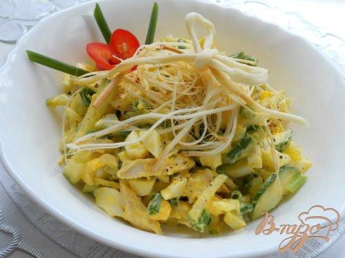 Салат с копченым сыром сулугуни