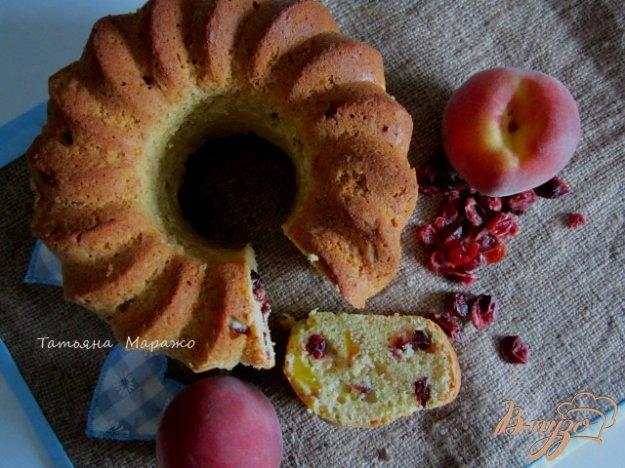 Рецепт Ореховый кекс с вяленой вишней и персиками