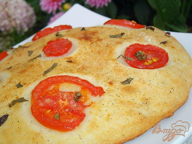 фото рецепта: Великолепная лепешка с помидорами