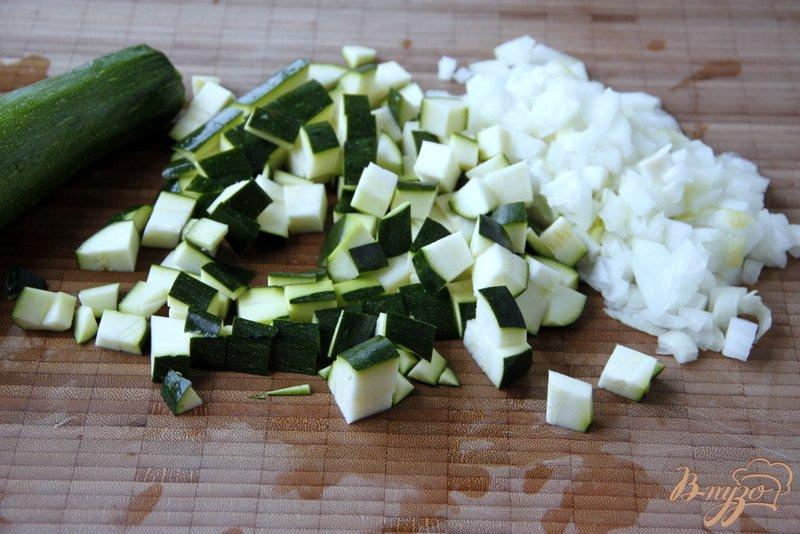 Фото приготовление рецепта: Цукини, запечённые с томатным соусом  по-итальянски шаг №1