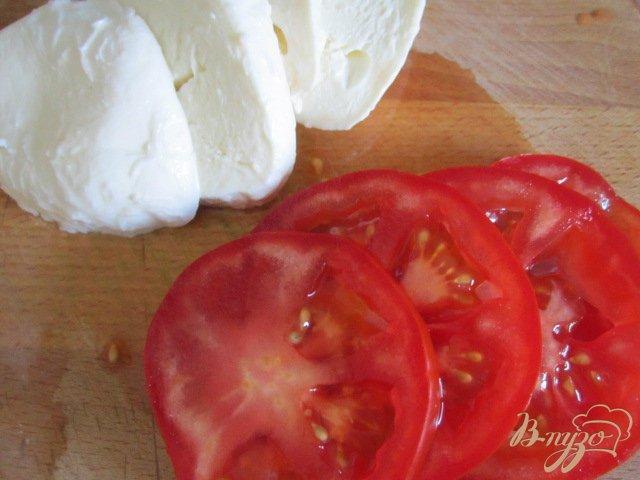 Фото приготовление рецепта: Омлет с томатами и моцареллой шаг №3