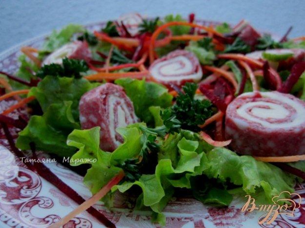 Рецепт Салат с рулетиками из салями и сыра