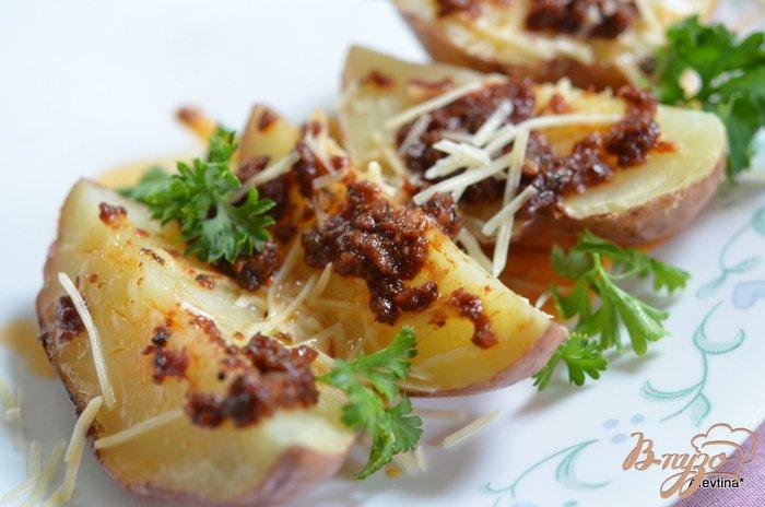 Фото приготовление рецепта: Картофель в заправке с вялеными помидорами шаг №3