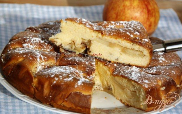 Рецепт Шарлотка с яблоками и орехами на сгущённом молоке