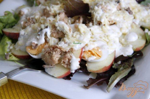 """Рецепт Салат """"Дипломат"""" с горбушей, яблоком, яйцом и сыром"""