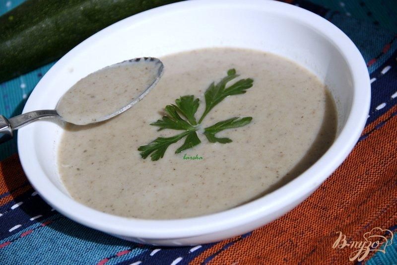 Фото приготовление рецепта: Крем-суп из шампиньонов и цукини шаг №7
