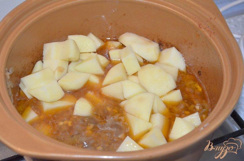 Фото приготовление рецепта: Венгерский суп-гуляш шаг №4