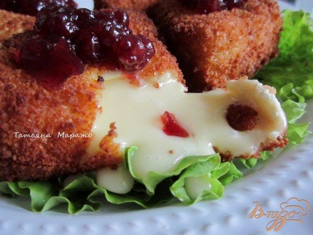 Фото приготовление рецепта: Сыр Камомбер в хрустящей корочке шаг №6