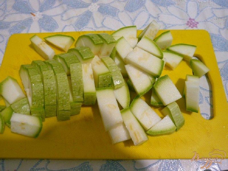 Фото приготовление рецепта: Суп с капустой и кабачком шаг №4