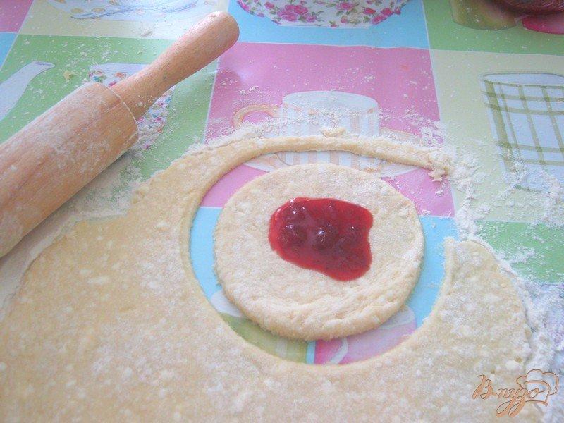 Фото приготовление рецепта: Творожные витушки шаг №3