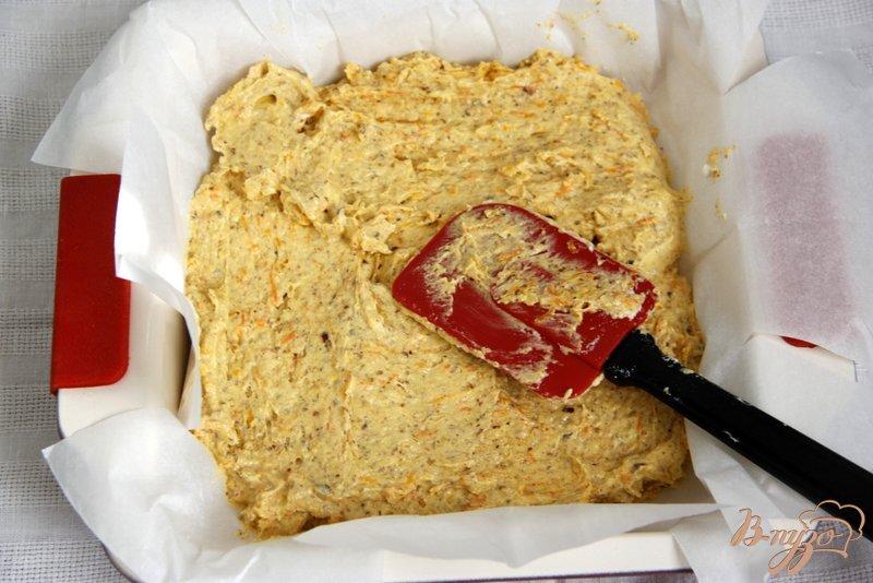 Фото приготовление рецепта: Кекс с тыквой, морковью и орехами шаг №7