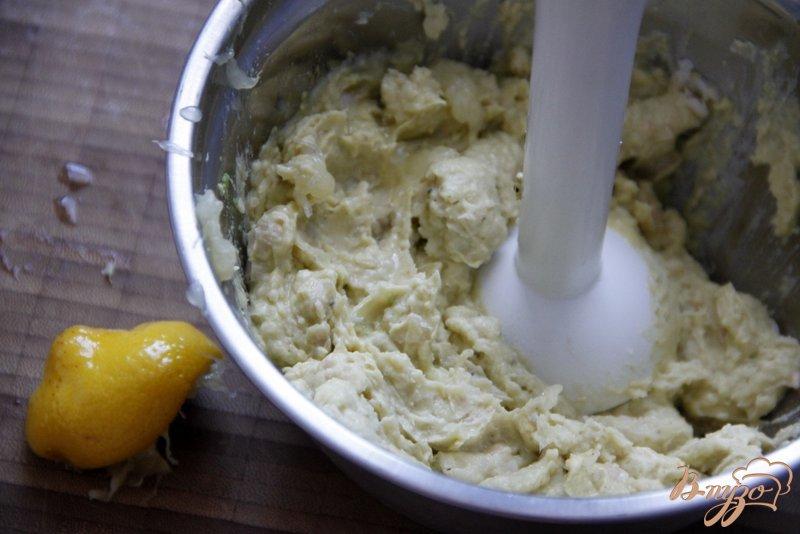 Фото приготовление рецепта: Гуакамоле из белой фасоли шаг №3