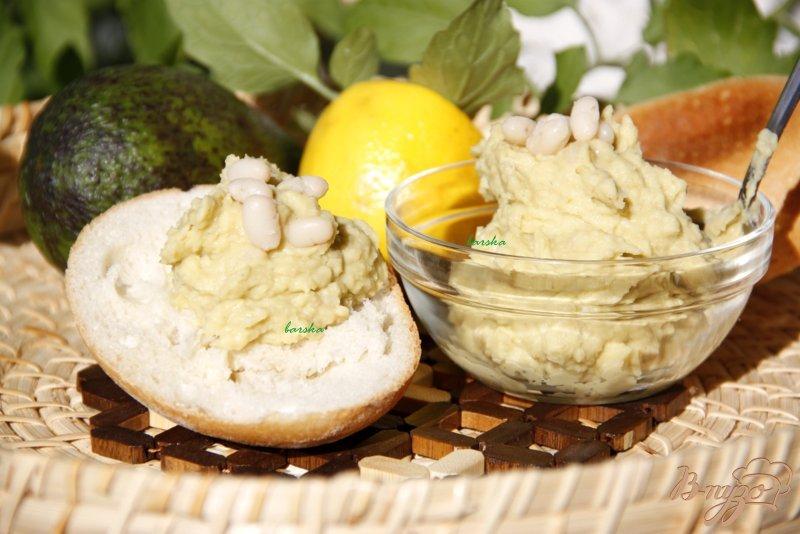 Фото приготовление рецепта: Гуакамоле из белой фасоли шаг №4