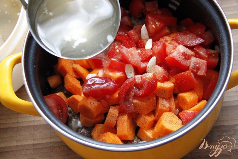 Фото приготовление рецепта: Говядина с морковью (Boeuf aux carottes) шаг №4