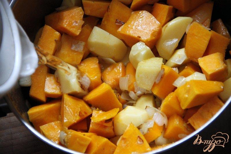 Фото приготовление рецепта: Суп-пюре из тыквы по-французски шаг №3