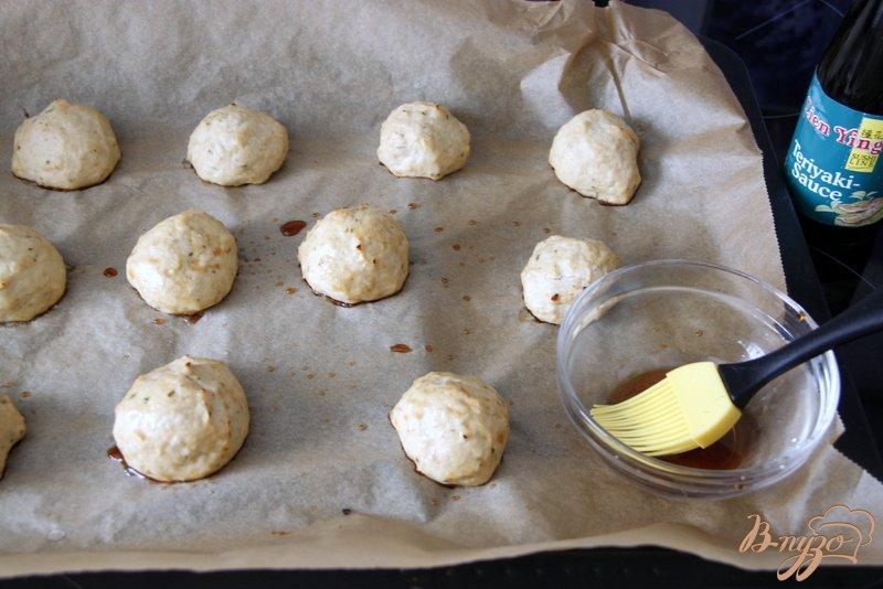 Фото приготовление рецепта: Куриные котлетки с яблочком шаг №4