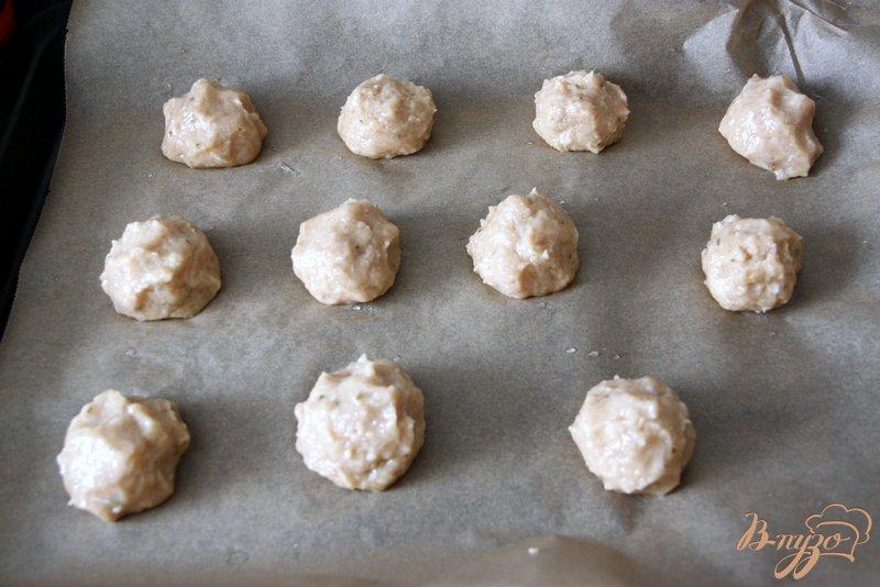 Фото приготовление рецепта: Куриные котлетки с яблочком шаг №3