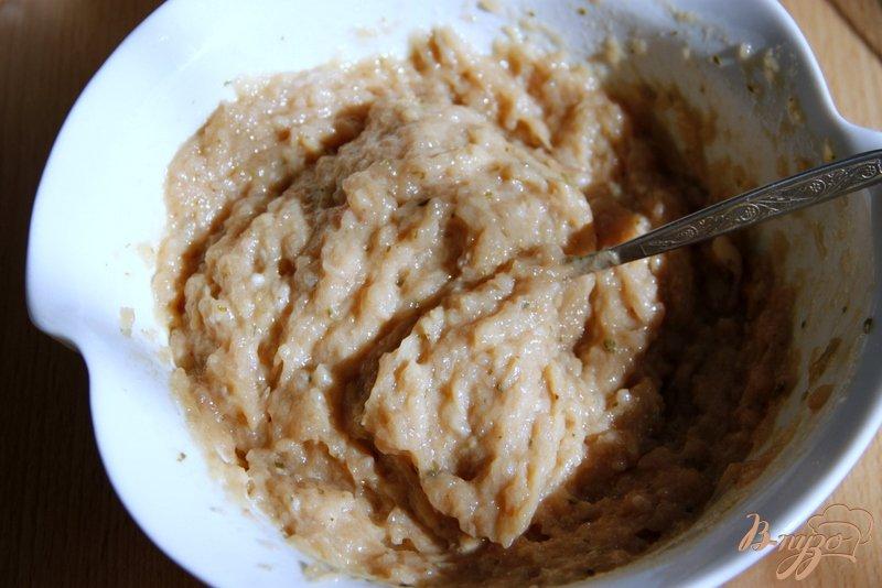 Фото приготовление рецепта: Куриные котлетки с яблочком шаг №2