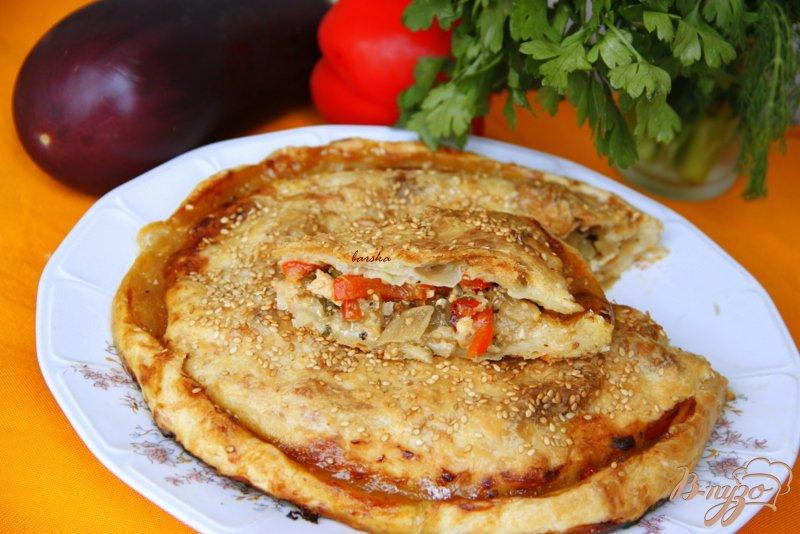 Фото приготовление рецепта: Пирог с карамелизированными баклажанами шаг №11