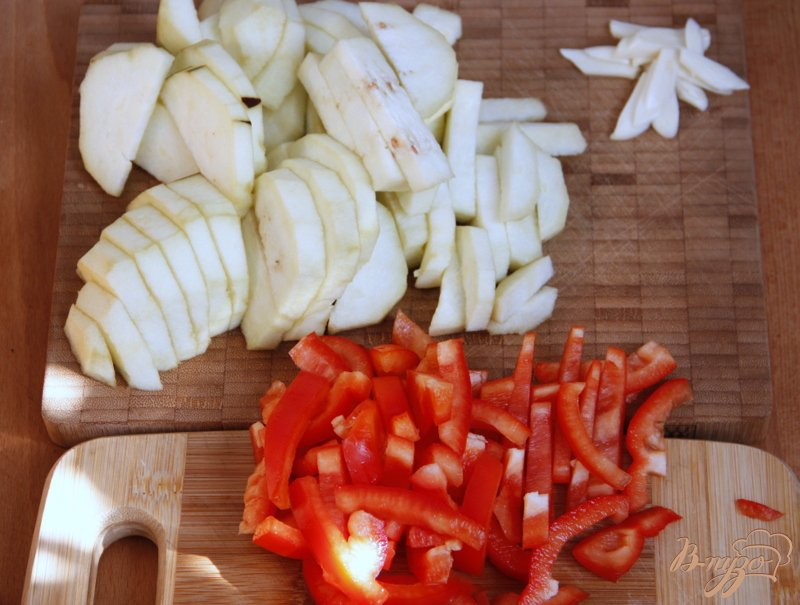 Фото приготовление рецепта: Пирог с карамелизированными баклажанами шаг №3