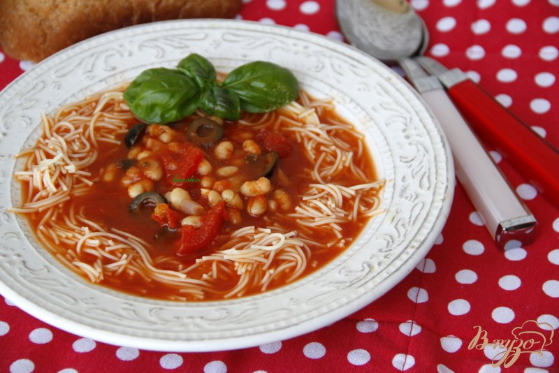Фото приготовление рецепта: Средиземноморский томатный суп с фасолью и пастой шаг №7