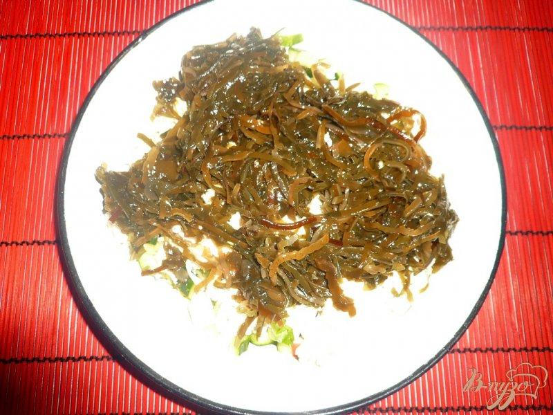 Фото приготовление рецепта: Нежный салат с морской капустой шаг №6