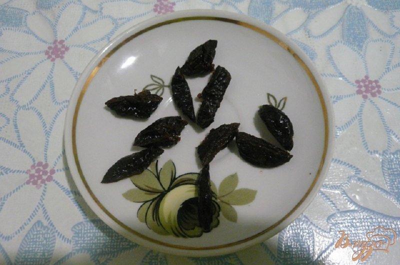 Фото приготовление рецепта: Куриная грудка с черносливом шаг №4