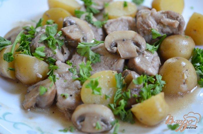 Фото приготовление рецепта: Ужин с картофелем и свининой шаг №4