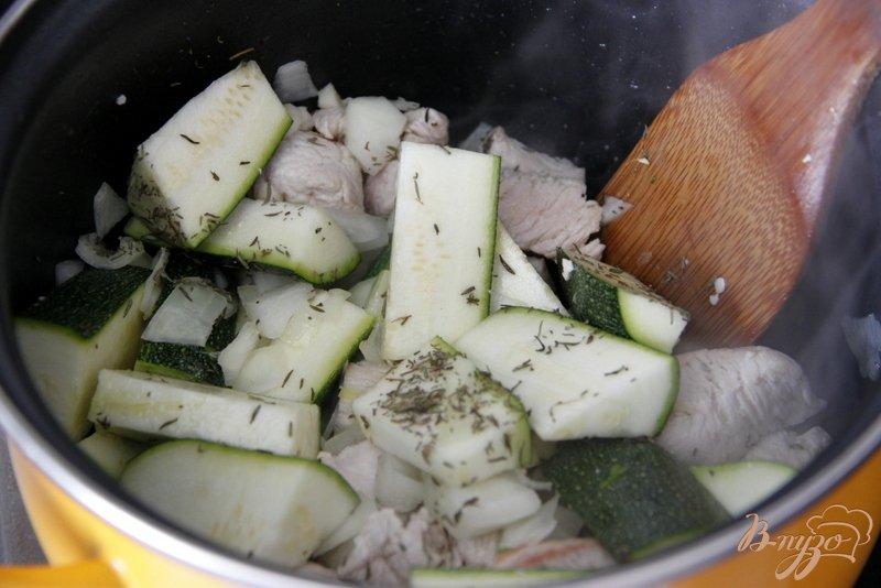 Фото приготовление рецепта: Гуляш из индейки