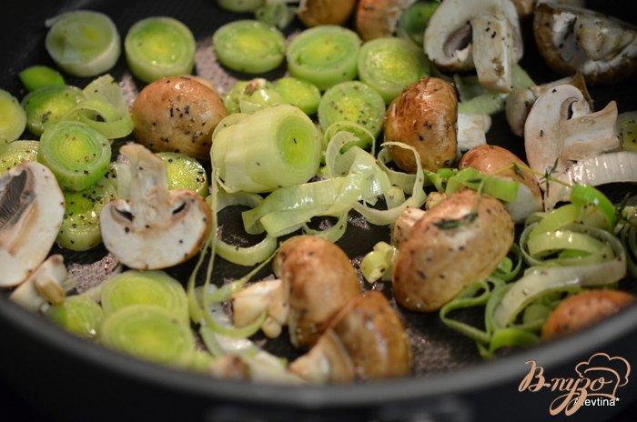 Фото приготовление рецепта: Картофель с грибами шаг №3