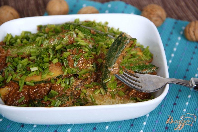 Фото приготовление рецепта: Цуккини под  ореховым соусом шаг №6