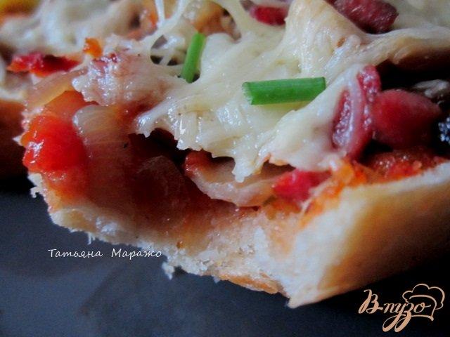 Фото приготовление рецепта: Горячий бутерброд с ветчиной и грибами шаг №7